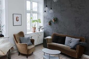 Målat vardagsrum med härlig interiör